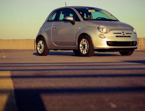 Lachend een Fiat rijden met financial lease Fiat